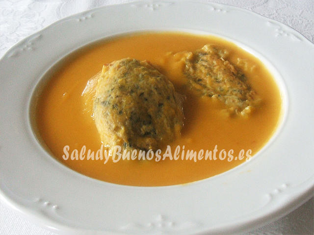 Crema de zanahoria con tortitas de borraja