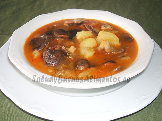 Patatas con setas y jamón serrano